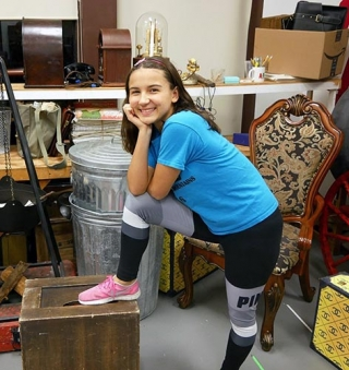 Newtown Gazette Reviews Portia as Pepper in Annie